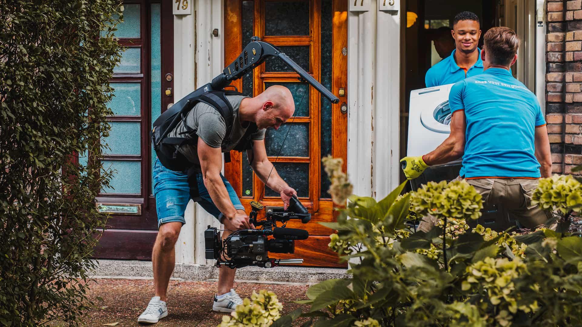 Videomaker Vincent Smit aan het filmen voor een Coolblue commercial